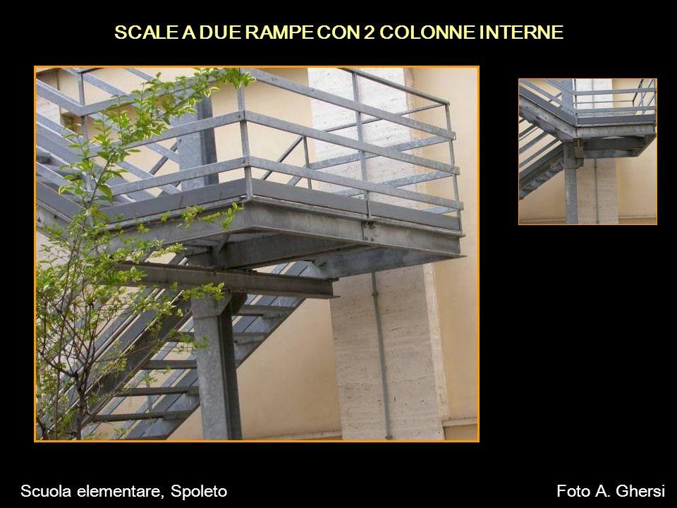 SCALE A DUE RAMPE CON 2 COLONNE INTERNE Scuola elementare, SpoletoFoto A. Ghersi