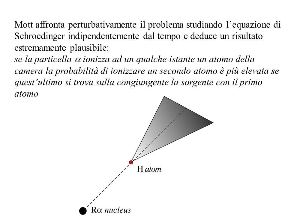 Mott affronta perturbativamente il problema studiando lequazione di Schroedinger indipendentemente dal tempo e deduce un risultato estremamente plausi