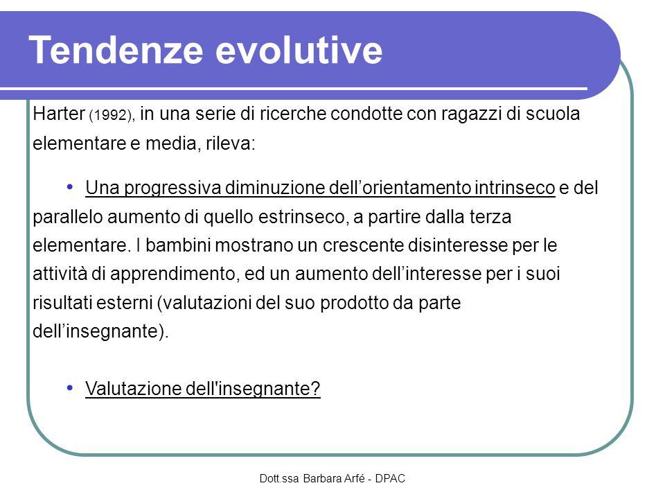 Tendenze evolutive Harter (1992), in una serie di ricerche condotte con ragazzi di scuola elementare e media, rileva: Una progressiva diminuzione dellorientamento intrinseco e del parallelo aumento di quello estrinseco, a partire dalla terza elementare.