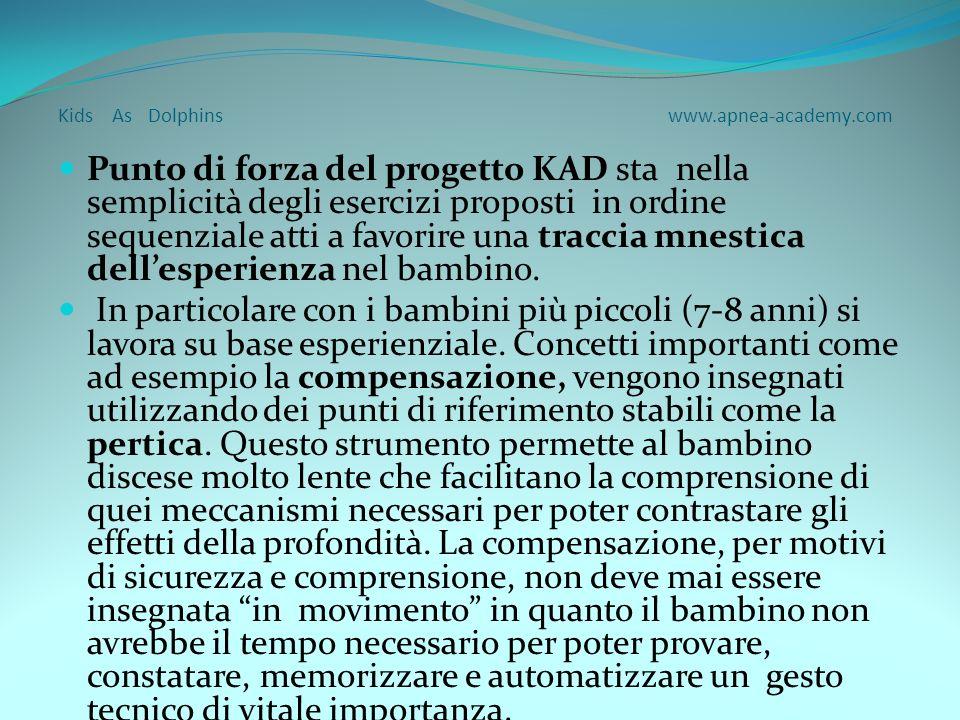 Kids As Dolphins www.apnea-academy.com La presentazione del progetto KAD non deve essere vista come un attività concorrente a quella delleducazione al nuoto di superficie ma come completamento della formazione acquatica del bambino anche nella dimensione subacquea.