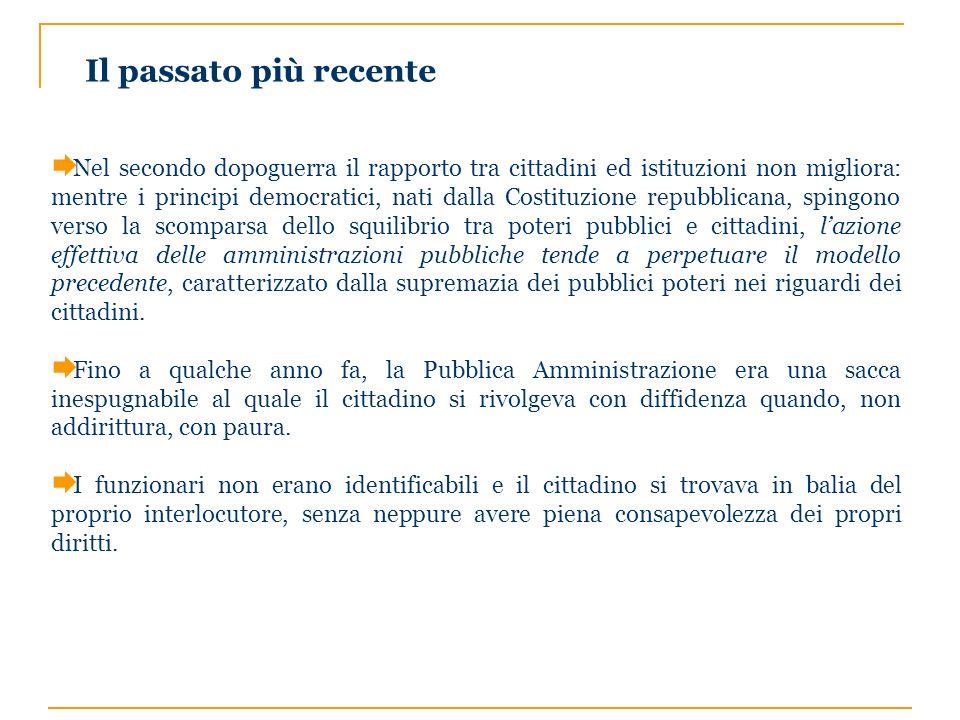 Le tappe principali verso la Legge 150 É del 1990 la prima normativa (Legge n° 142 dell8/06/90 sullordinamento delle autonomie locali) che segna lavvio del processo di trasformazione che vede la ricerca di un nuovo rapporto tra i cittadini e la Pubblica Amministrazione.