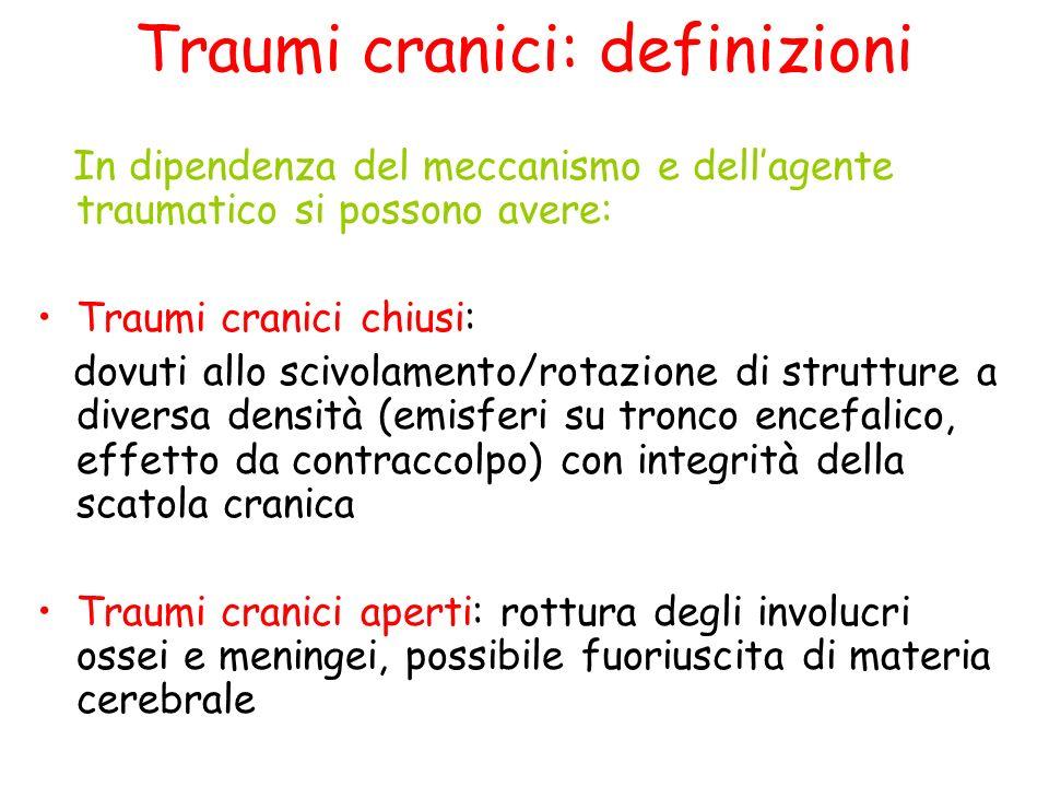 Traumi cranici: definizioni Sulla base delle conseguenze cliniche del trauma si possono avere: Trauma cranico non commotivo (o minore) –Nessuna perdita di coscienza, nessuna conseguenza organica sul SNC Traumi cranici commotivi: –Lievi: punteggio GCS > 12 –Moderati: punteggio GCS tra 9 e 12 oppure > 12 ma lesione di interesse chirurgico in TC –Gravi: punteggio GCS < 9