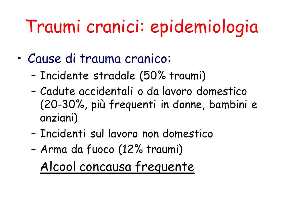 Traumi cranici: epidemiologia Cause di trauma cranico: –Incidente stradale (50% traumi) –Cadute accidentali o da lavoro domestico (20-30%, più frequen