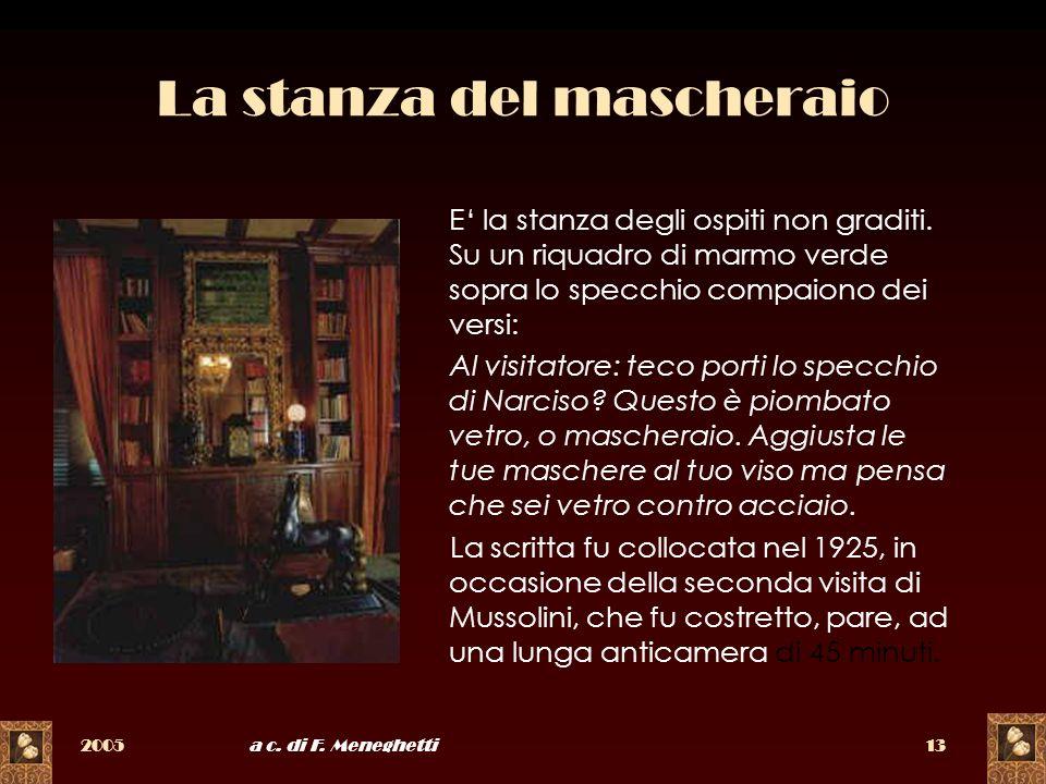 2005a c. di F. Meneghetti13 La stanza del mascheraio E la stanza degli ospiti non graditi. Su un riquadro di marmo verde sopra lo specchio compaiono d