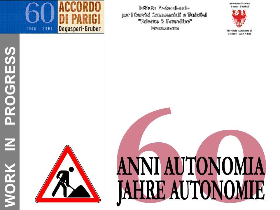 … zwei Ideologien … Promotore dellassimilazione fu Ettore Tolomei che attuò perfino la cancellazione delle scuole in lingua tedesca, inducendo i sudtirolesi ad organizzare scuole clandestine.