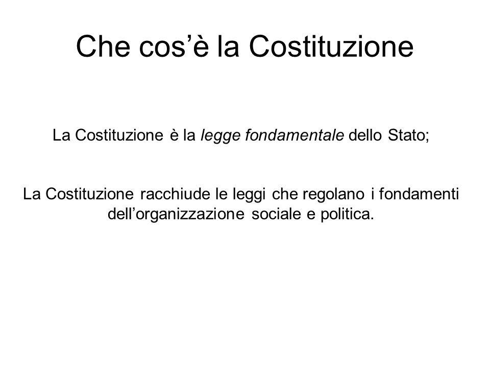 La Costituzione è la legge fondamentale dello Stato; La Costituzione racchiude le leggi che regolano i fondamenti dellorganizzazione sociale e politic