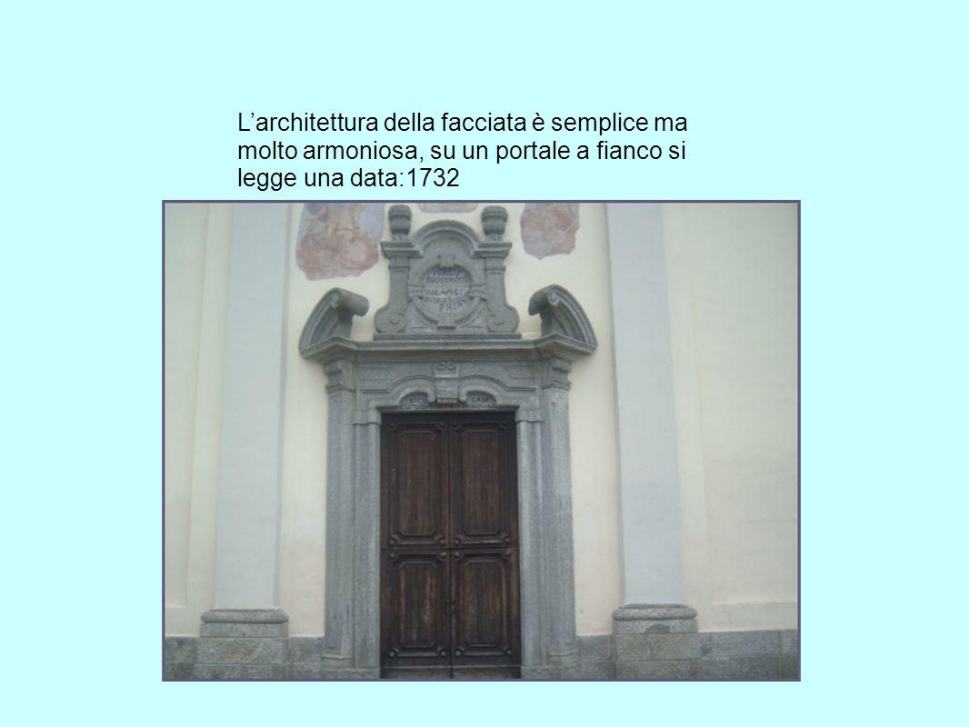Larchitettura della facciata è semplice ma molto armoniosa, su un portale a fianco si legge una data:1732