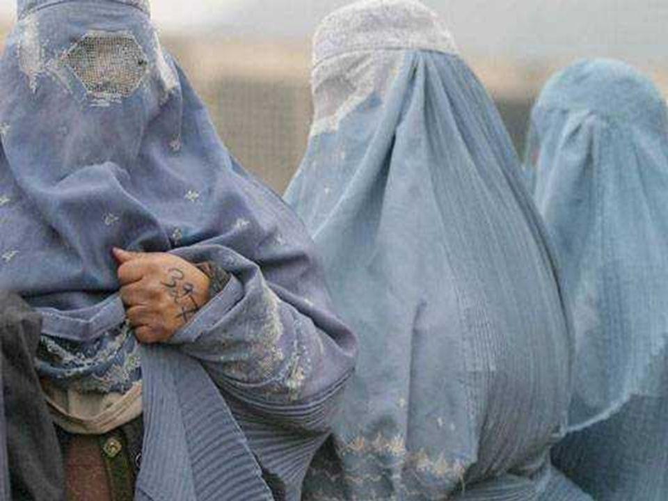 . Uno degli obiettivi dello spesso velo è che il viso o gli occhi siano visibili Il « burka » pesa sul capo (circa 7 kg), aumentando la fatica della c