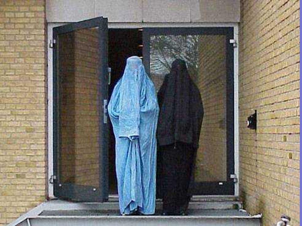 Quando una donna è incinta, gli afgani dicono che è malata. Il 97 % delle donne afgane partoriscono a casa loro perchè è loro proibito rivolgersi a me