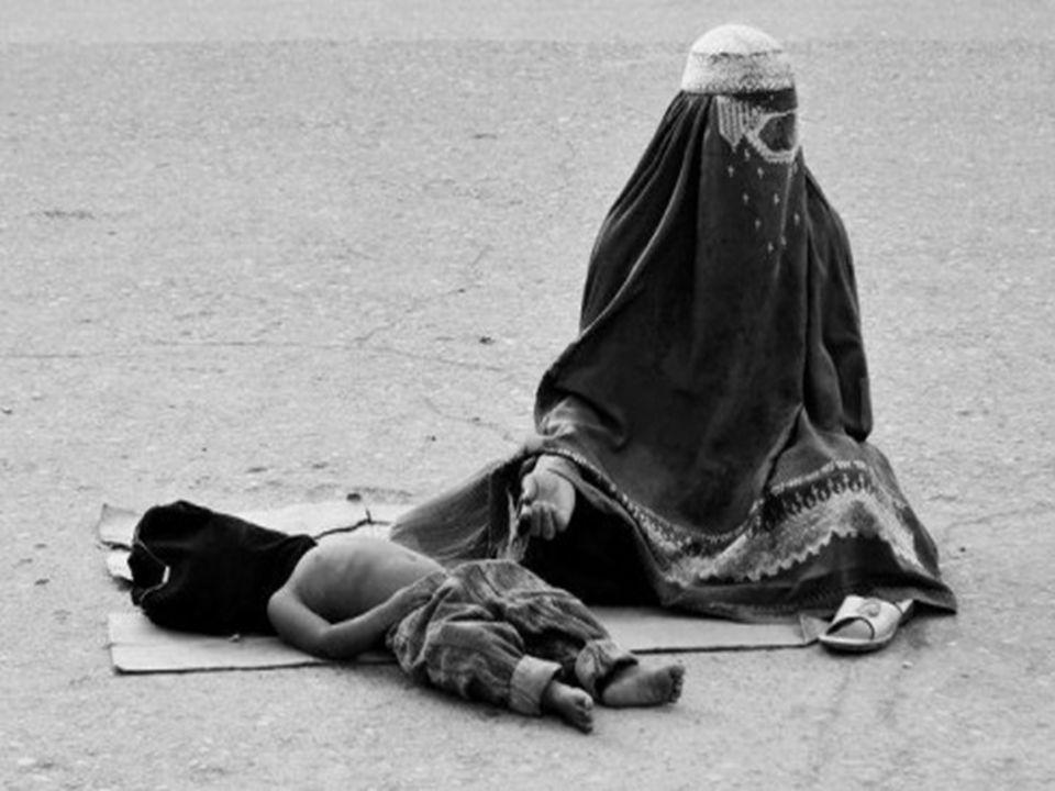 Nella loro disperazione, molte donne si suicidano. Questa situazione è soprattutto frequente fra le vedove che non avendo un uomo, non possono uscire