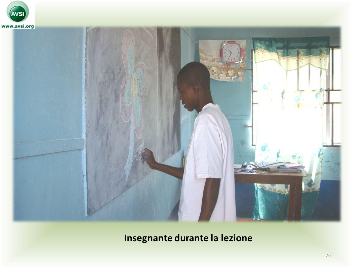 Insegnante durante la lezione 26