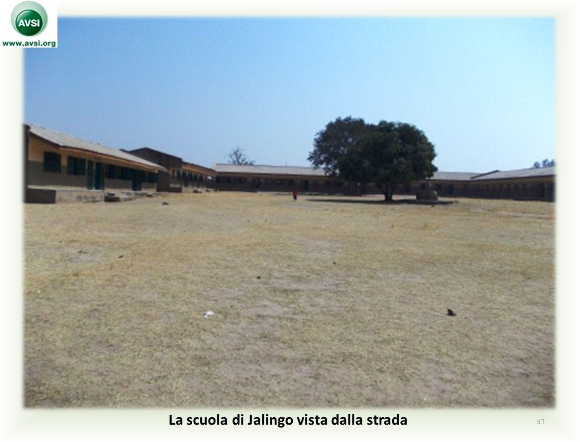 La scuola di Jalingo vista dalla strada 31
