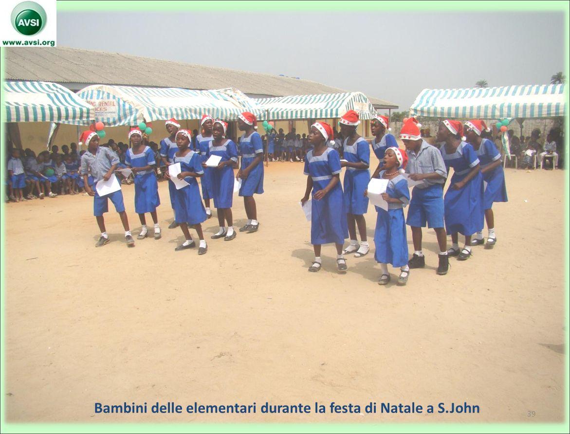 Bambini delle elementari durante la festa di Natale a S.John 39
