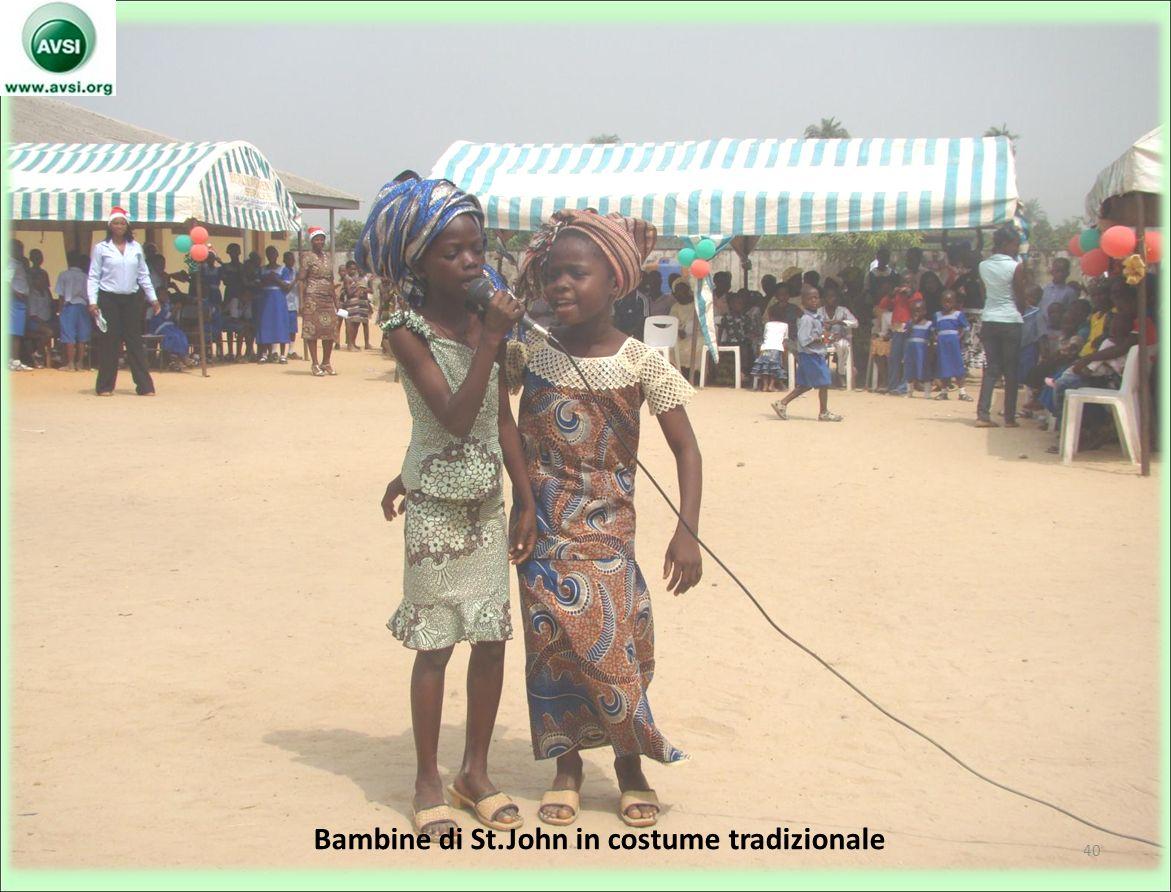 Bambine di St.John in costume tradizionale 40