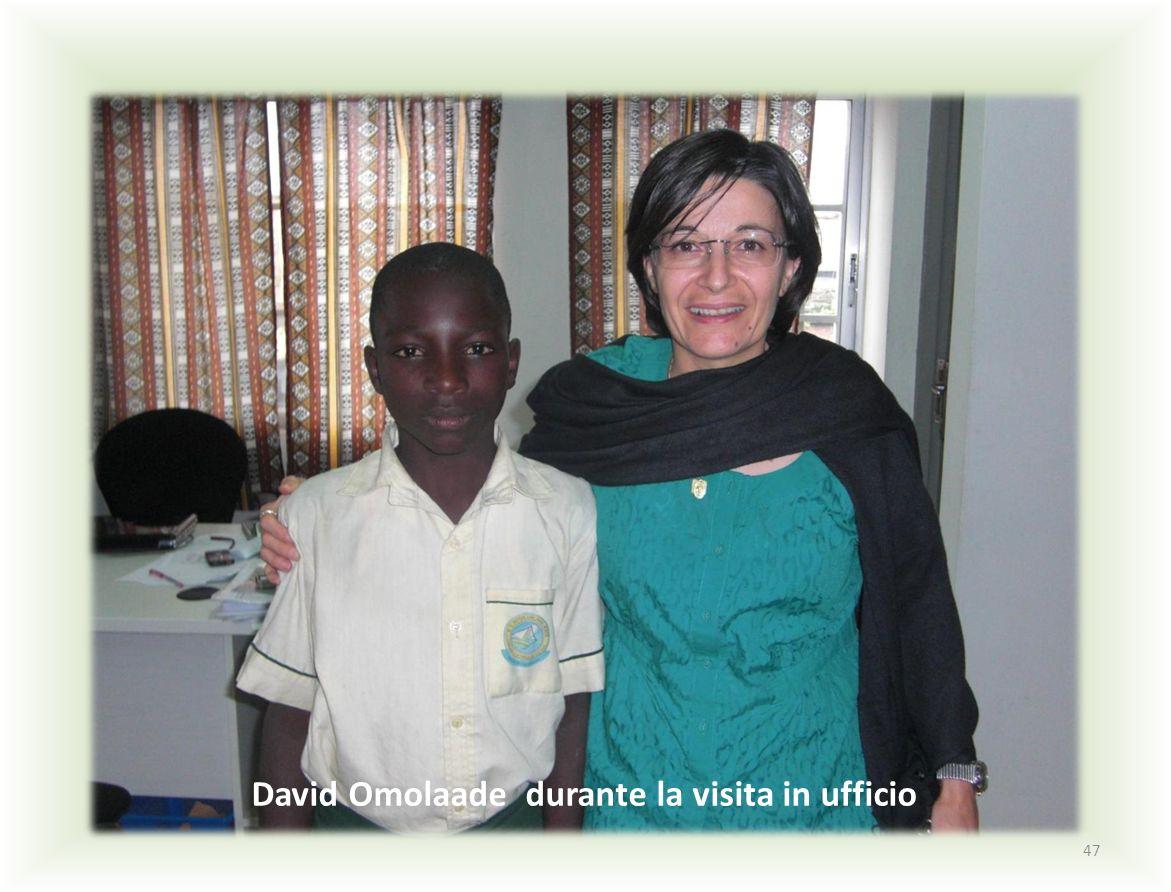 47 David Omolaade durante la visita in ufficio