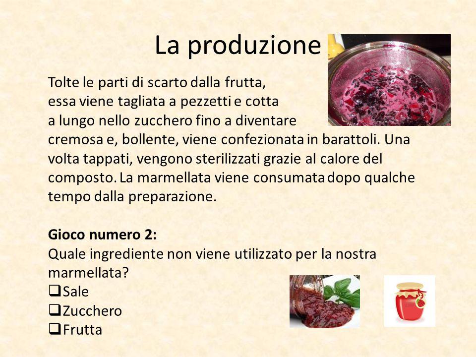 La produzione Tolte le parti di scarto dalla frutta, essa viene tagliata a pezzetti e cotta a lungo nello zucchero fino a diventare cremosa e, bollente, viene confezionata in barattoli.