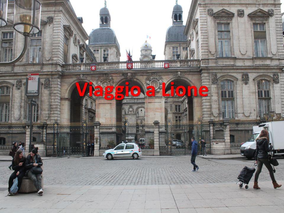 Premessa L8 Aprile 2013 siamo partiti da Lucca con il pullman per un viaggio distruzione a Lione,una città del sud della Francia.