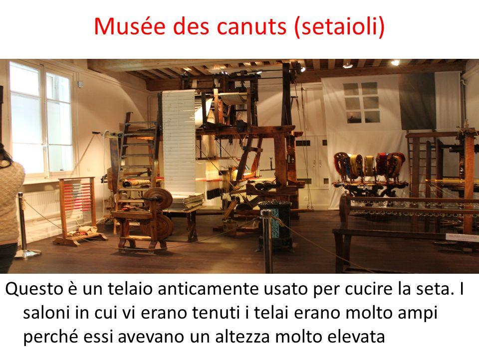 Musée des canuts (setaioli) Questo è un telaio anticamente usato per cucire la seta. I saloni in cui vi erano tenuti i telai erano molto ampi perché e