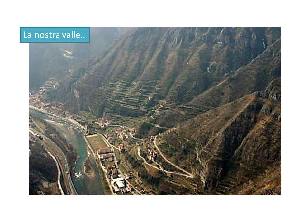 Inoltre il Douro, fino a tutto il XIX secolo, insieme ai suoi affluenti, era la grande via di accesso per l interno e di trasporto per i prodotti provenienti da più lontano, una sorta di autostrada del vino .