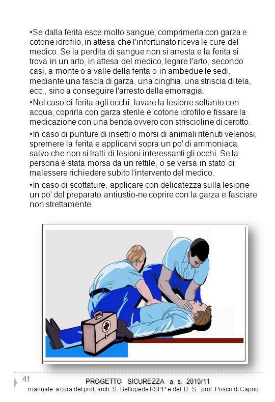Se dalla ferita esce molto sangue, comprimerla con garza e cotone idrofilo, in attesa che l'infortunato riceva le cure del medico. Se la perdita di sa