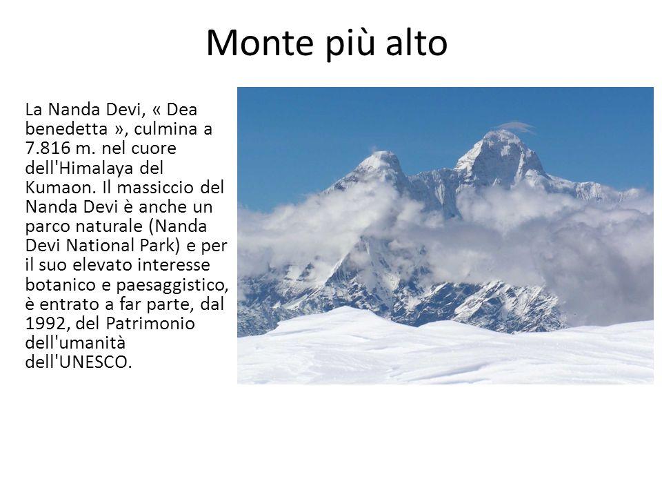 La Nanda Devi, « Dea benedetta », culmina a 7.816 m. nel cuore dell'Himalaya del Kumaon. Il massiccio del Nanda Devi è anche un parco naturale (Nanda