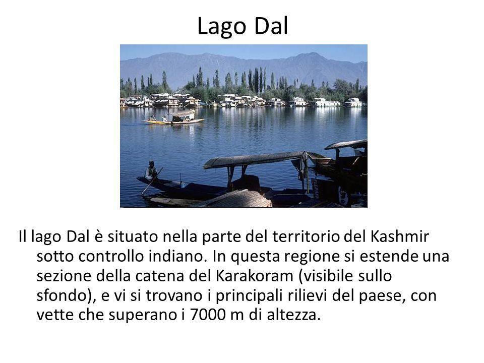 Lago Dal Il lago Dal è situato nella parte del territorio del Kashmir sotto controllo indiano. In questa regione si estende una sezione della catena d