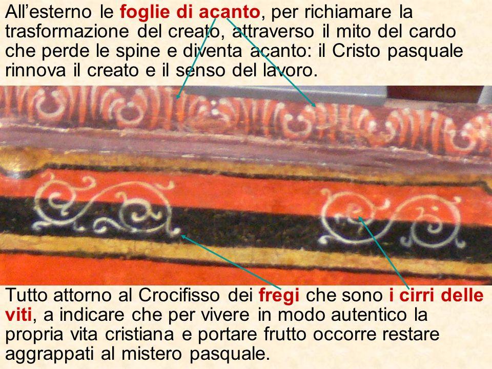 Allaltezza della gamba sinistra di Gesù crocifisso si trova un volatile: un gallo o più probabilmente una fenice (perchè sotto cè un fuoco), emblema d