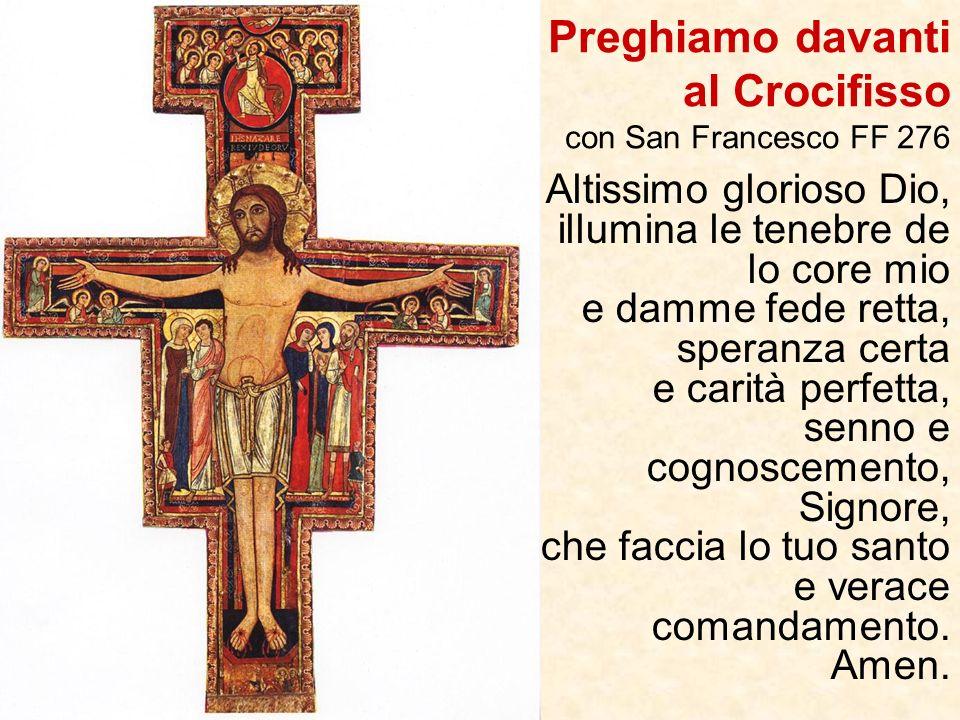 Tutto attorno al Crocifisso dei fregi che sono i cirri delle viti, a indicare che per vivere in modo autentico la propria vita cristiana e portare fru
