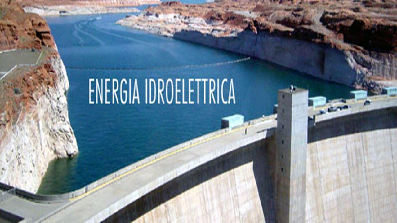 L energia idroelettrica sfrutta la trasformazione dell energia potenziale gravitazionale in energia cinetica nel superamento di un dislivello (lenergia cinetica viene trasformata in energia elettrica).
