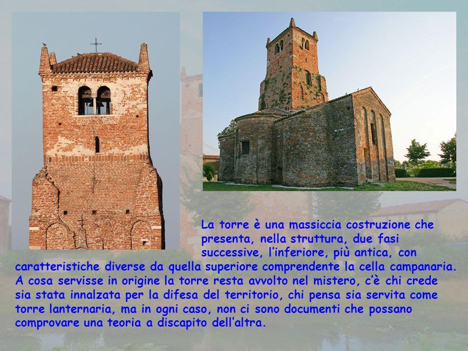La torre è una massiccia costruzione che presenta, nella struttura, due fasi successive, linferiore, più antica, con caratteristiche diverse da quella superiore comprendente la cella campanaria.