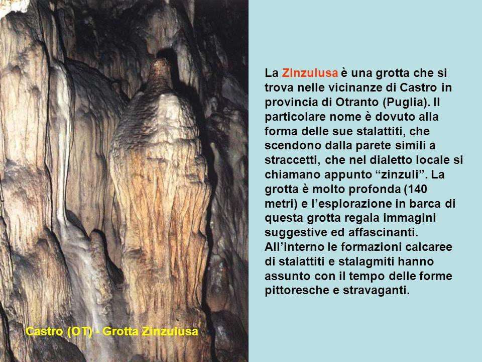 A pochi chilometri da Otranto in Puglia la Grotta dei Cervi, è una delle più famose, perchè al suo interno vi sono degli spettacolari dipinti rupestri