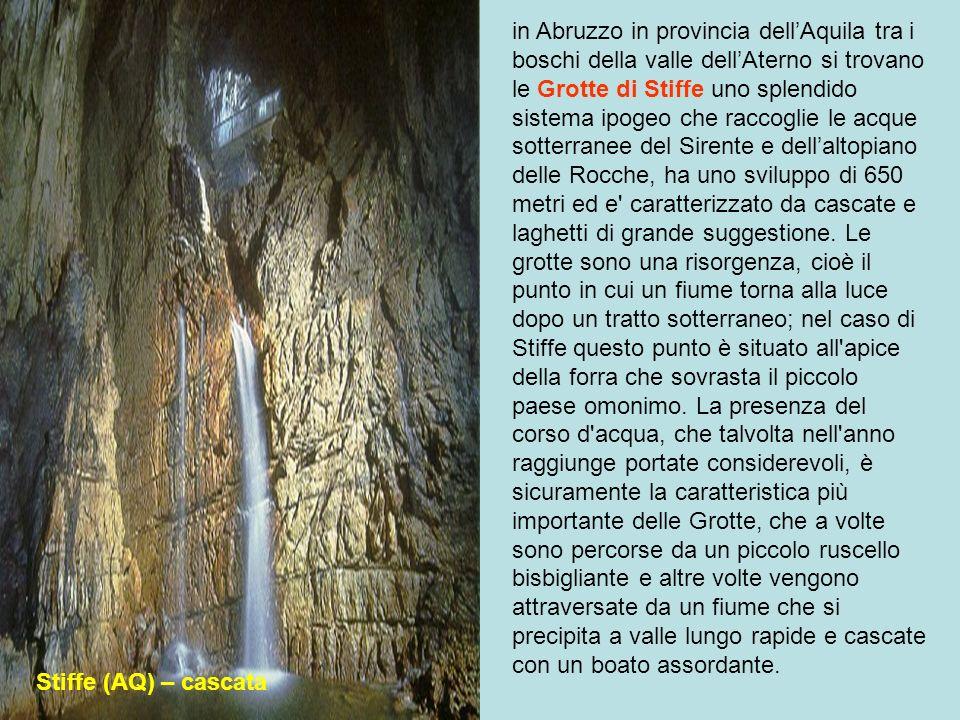 Santa Maria di Leuca (LE) – Le Grotte Il litorale di Santa Maria di Leuca in provincia di Lecce in Puglia è famoso per essere costeggiato da numerose