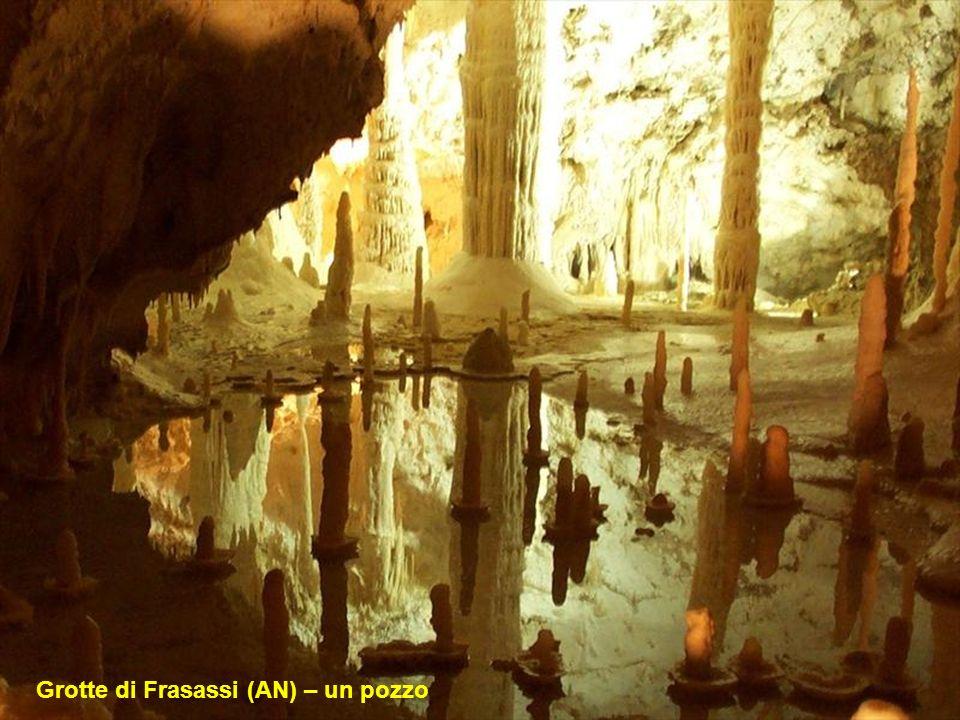 Genga (AN) – Grotte di Frasassi