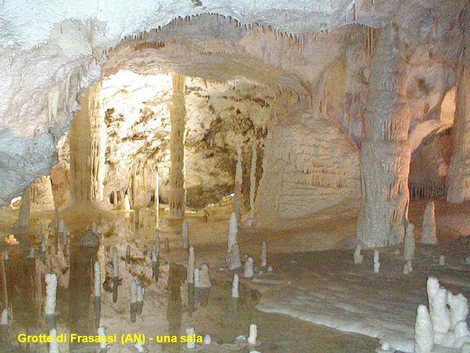 Grotte di Frasassi (AN) - stalattite
