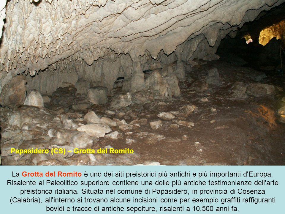 Alghero (SS) – Grotta di Nettuno Le Grotte di Nettuno sono delle formazioni carsiche situate a circa 24 km da Alghero, nel promontorio di Capo Caccia