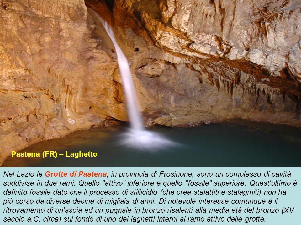 In provincia di Savona le Grotte di Toirano sono un complesso di cavità carsiche che si snodano per circa un kilometro e particolarmente note per la v