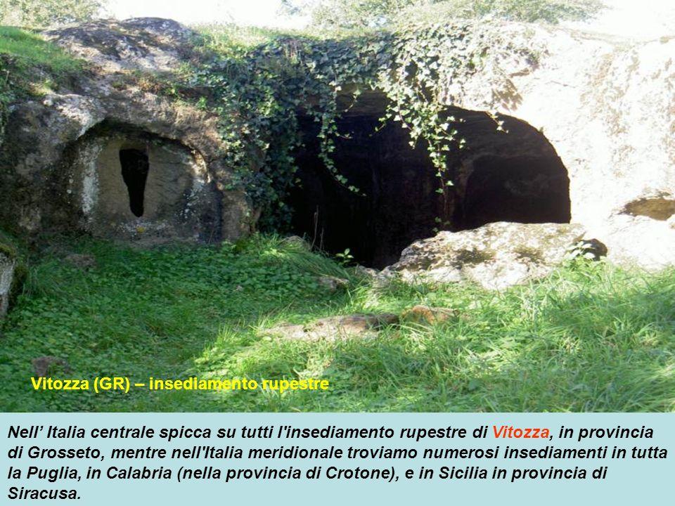 Valcamonica (BS) – incisioni rupestri In Italia settentrionale in Lombardia tra le provincie di Brescia e Bergamo spiccano i monumenti rupestri della