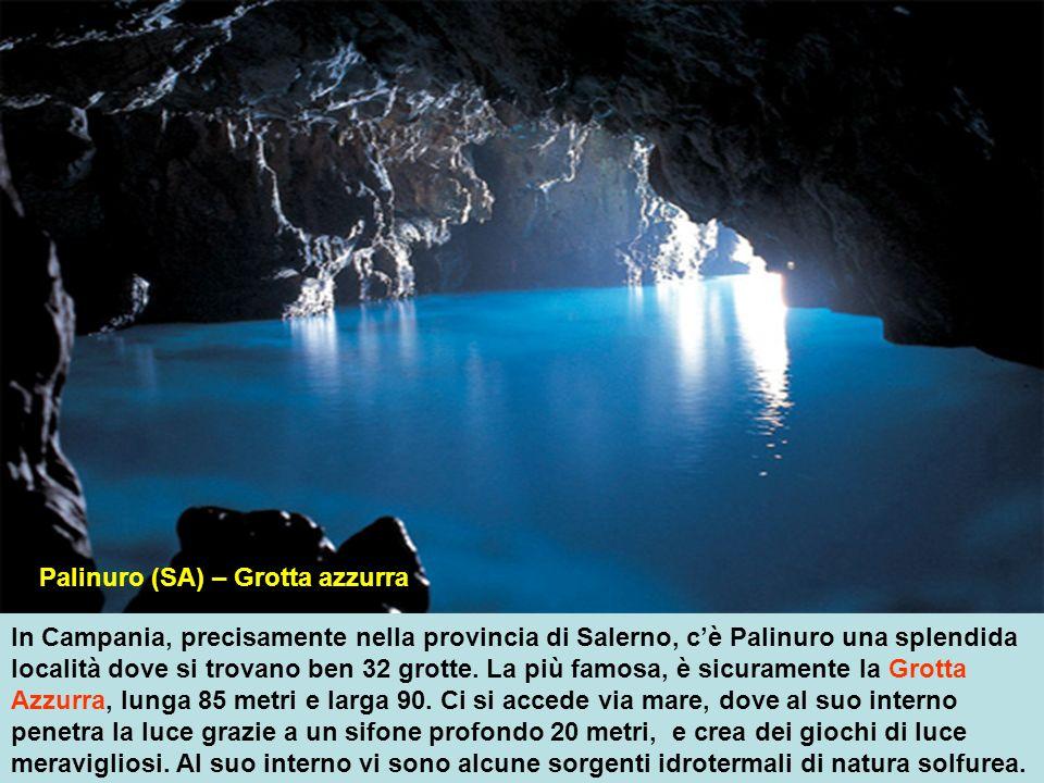 In Campania, precisamente nella provincia di Salerno, cè Palinuro una splendida località dove si trovano ben 32 grotte.