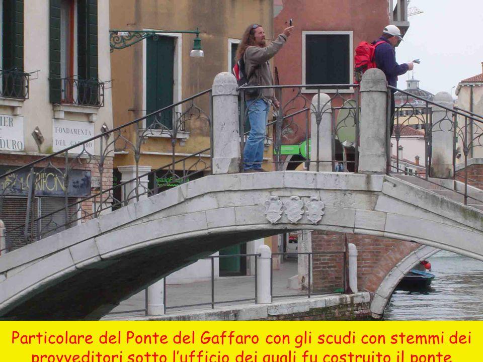 Particolare del Ponte del Gaffaro con gli scudi con stemmi dei provveditori sotto lufficio dei quali fu costruito il ponte