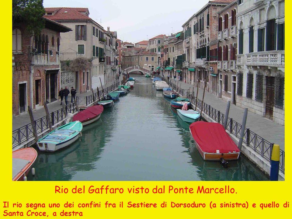 Rio del Gaffaro visto dal Ponte Marcello. Il rio segna uno dei confini fra il Sestiere di Dorsoduro (a sinistra) e quello di Santa Croce, a destra