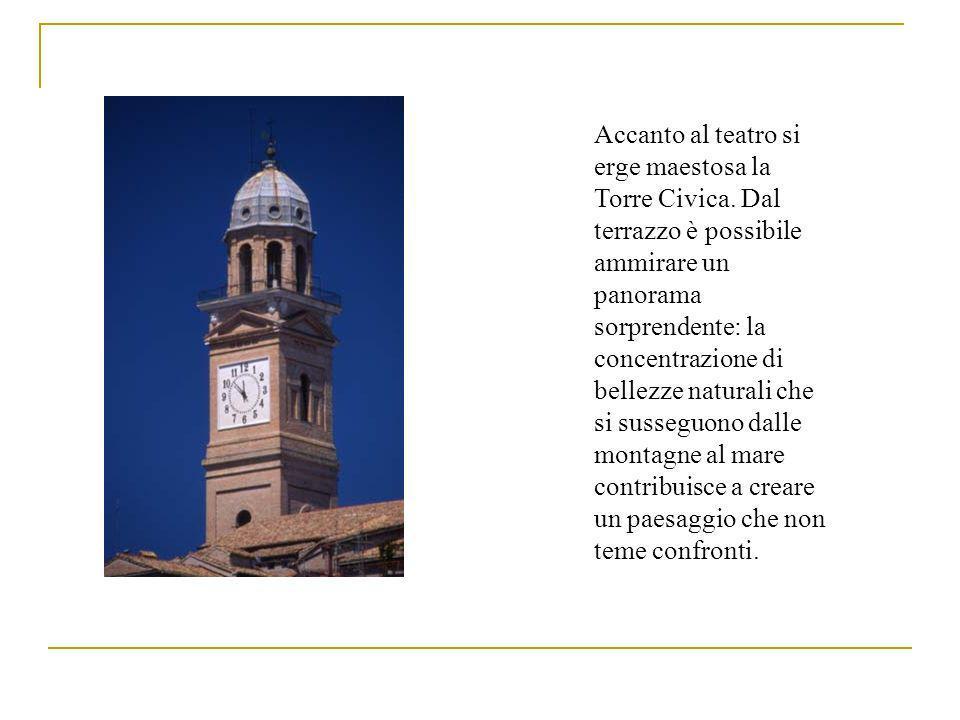 Accanto al teatro si erge maestosa la Torre Civica.