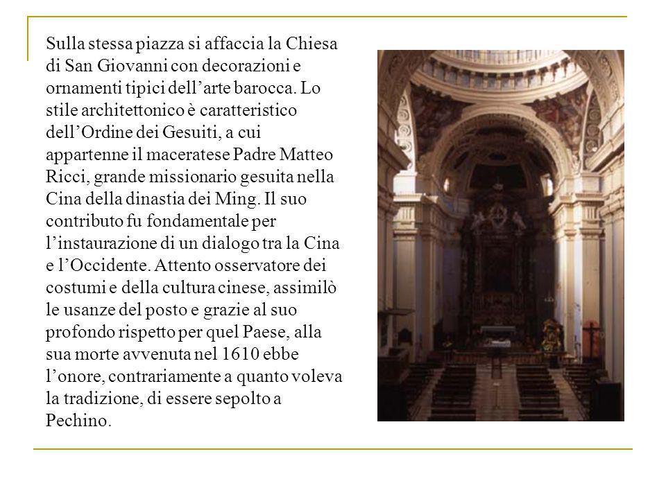 Sulla stessa piazza si affaccia la Chiesa di San Giovanni con decorazioni e ornamenti tipici dellarte barocca.