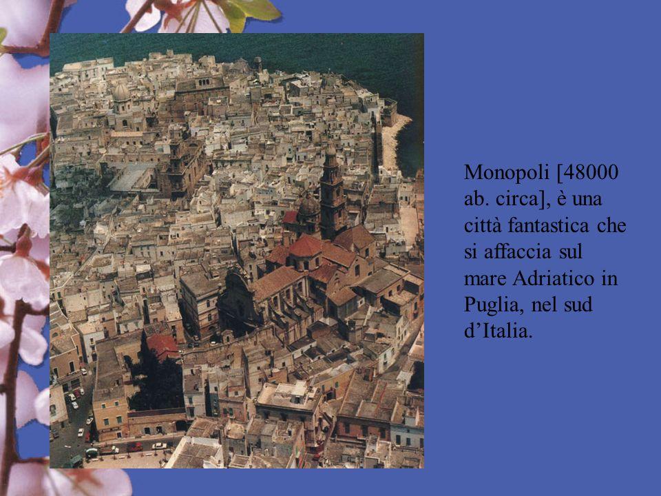 Monopoli [48000 ab. circa], è una città fantastica che si affaccia sul mare Adriatico in Puglia, nel sud dItalia.