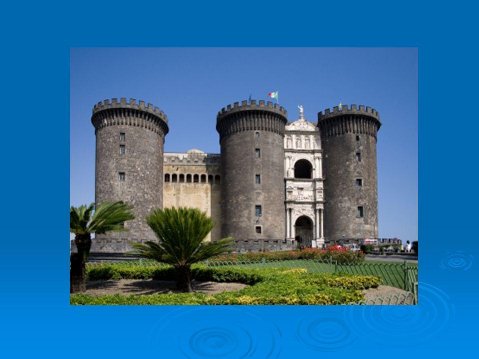 Il Palazzo fu commissionato da Domenico Fontana nel 1600, ma il Re Filippo non fece più visita a Napoli quindi non ebbe mai l onore di visitare il Palazzo ma noi oggi possiamo farlo e vi consigliamo di non perdervelo.