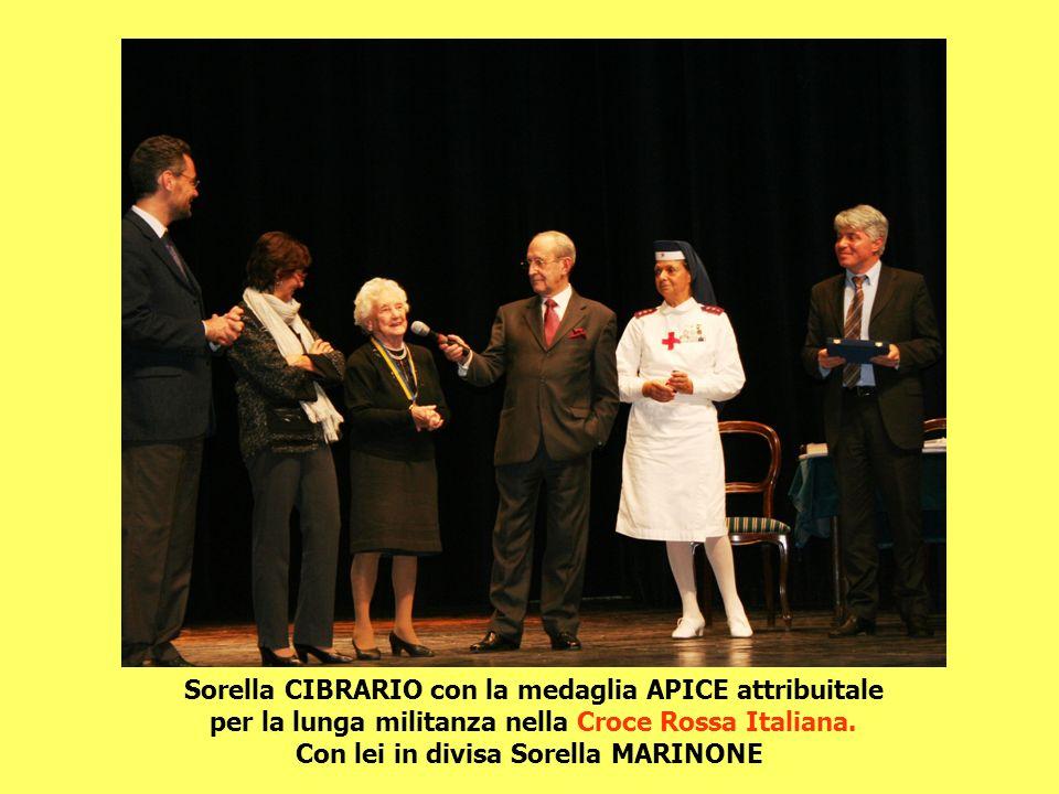 Sorella CIBRARIO con la medaglia APICE attribuitale per la lunga militanza nella Croce Rossa Italiana. Con lei in divisa Sorella MARINONE