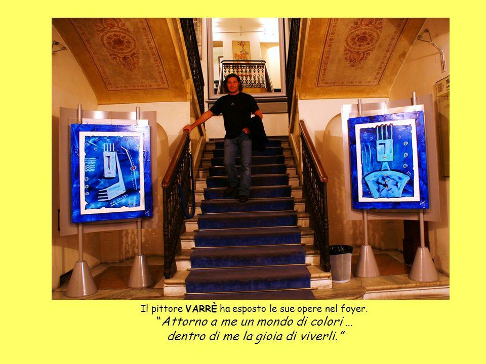 Il pittore VARRÈ ha esposto le sue opere nel foyer. Attorno a me un mondo di colori … dentro di me la gioia di viverli.