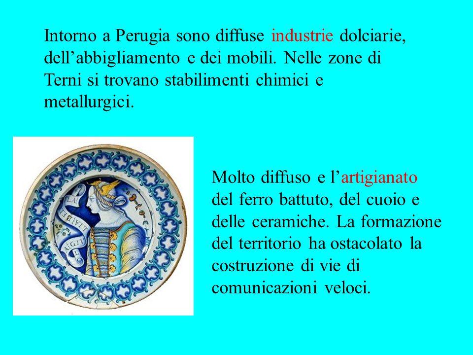 Intorno a Perugia sono diffuse industrie dolciarie, dellabbigliamento e dei mobili. Nelle zone di Terni si trovano stabilimenti chimici e metallurgici