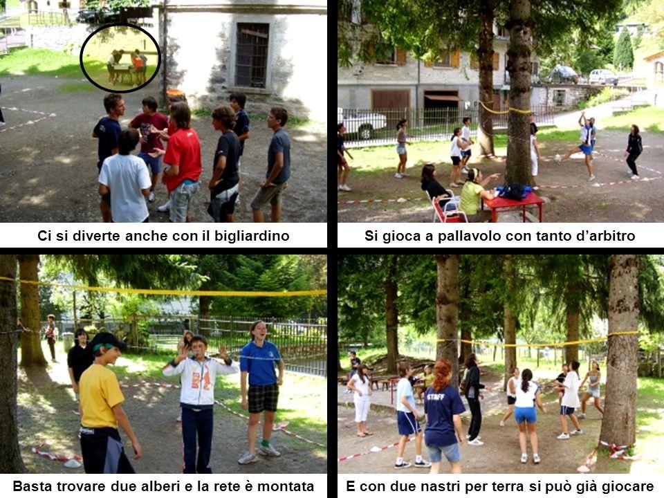 Ci si diverte anche con il bigliardinoSi gioca a pallavolo con tanto darbitro Basta trovare due alberi e la rete è montataE con due nastri per terra si può già giocare