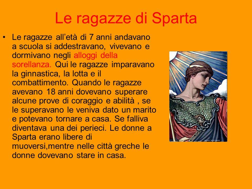 Le ragazze di Sparta Le ragazze alletà di 7 anni andavano a scuola si addestravano, vivevano e dormivano negli alloggi della sorellanza. Qui le ragazz