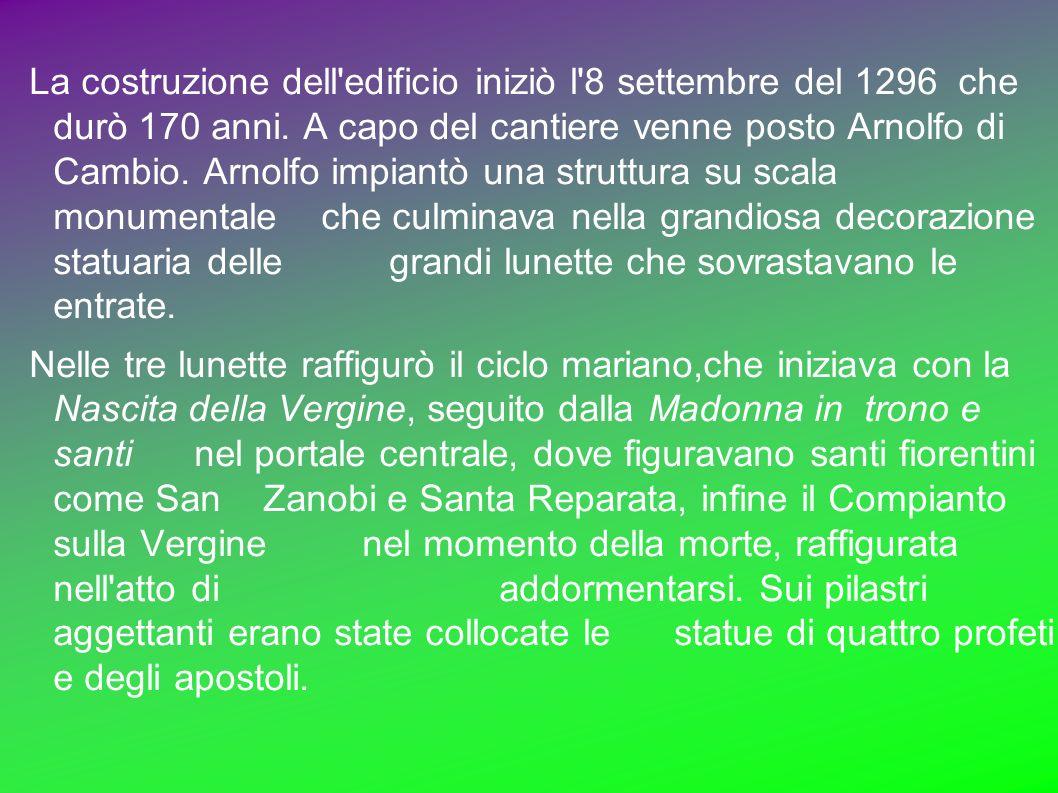 La costruzione dell'edificio iniziò l'8 settembre del 1296 che durò 170 anni. A capo del cantiere venne posto Arnolfo di Cambio. Arnolfo impiantò una